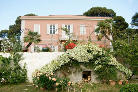 Tuscany Villa, Sea View and Garden - Livorno - Bed & Breakfast
