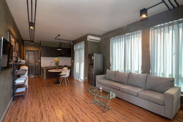 Luxury 4 Bed Rooms Apartment Siem Reap + Pickup