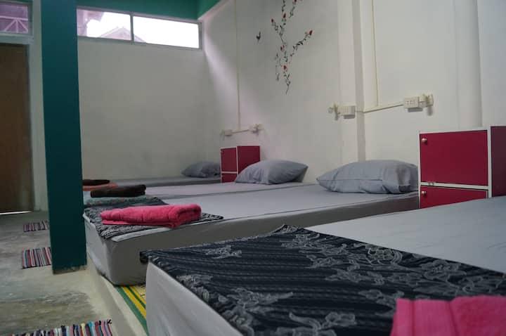 18 Beds Dorm at Haad Rin Beach B1 @FULL MOON