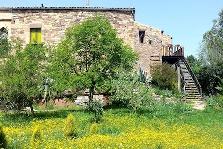 Acogedora casa con Piscina, 70 km de Barcelona.