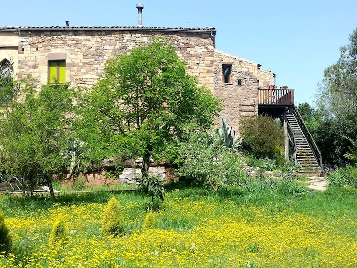 Cosy Cottage with Pool, 70 km from Barcelona.