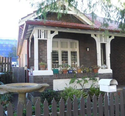 Lge, furnished dble rm (Queen bed) - Randwick - Hus