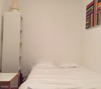 Petit studio coeur centre ville - Marseille - Apartment