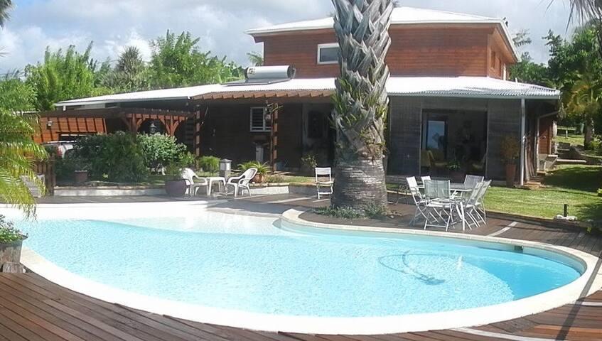 Villa spacieuse avec grande piscine - Sainte-Suzanne