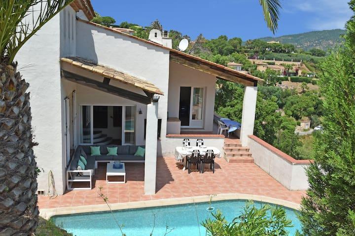 Schöne Familienvilla mit privatem Pool