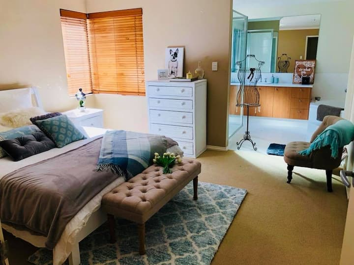 Large Private Guest Wing close to Airport & CBD.