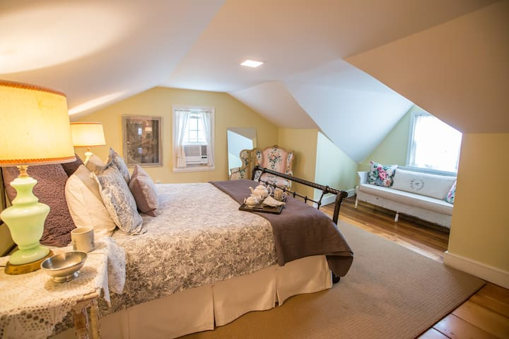 Loft @ Spring House Spa - Sharon Springs - Apartmen