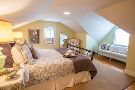 Loft @ Spring House Spa - Sharon Springs - Apartment