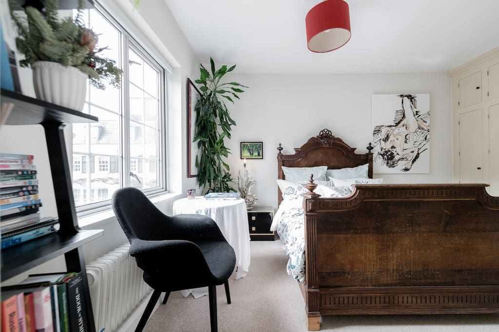 Bedroom in the charming house, premiere luxury area of Kensington/Knightsbridge.
