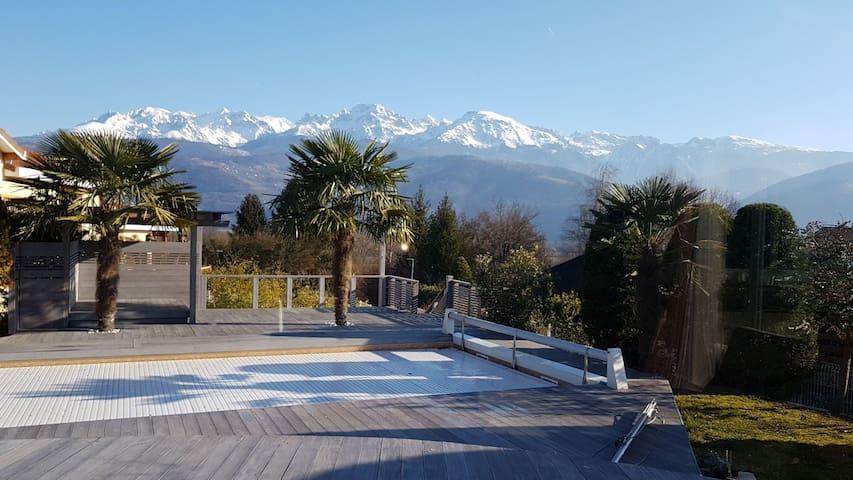 Villa moderne avec piscine chauffée