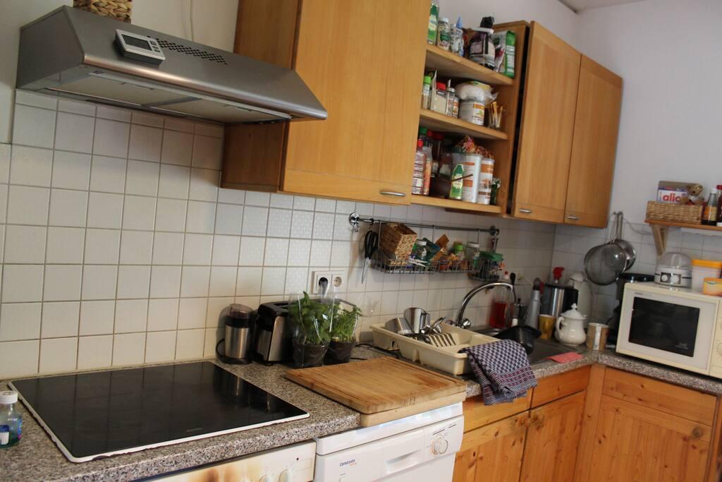 Küche, in der du dir Kleinigkeiten zubereiten kannst