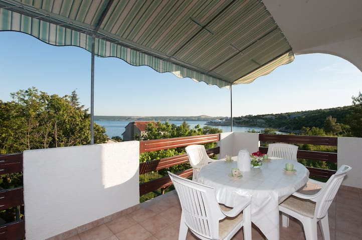 Apartment with Terrace and Sea View - Posedarje