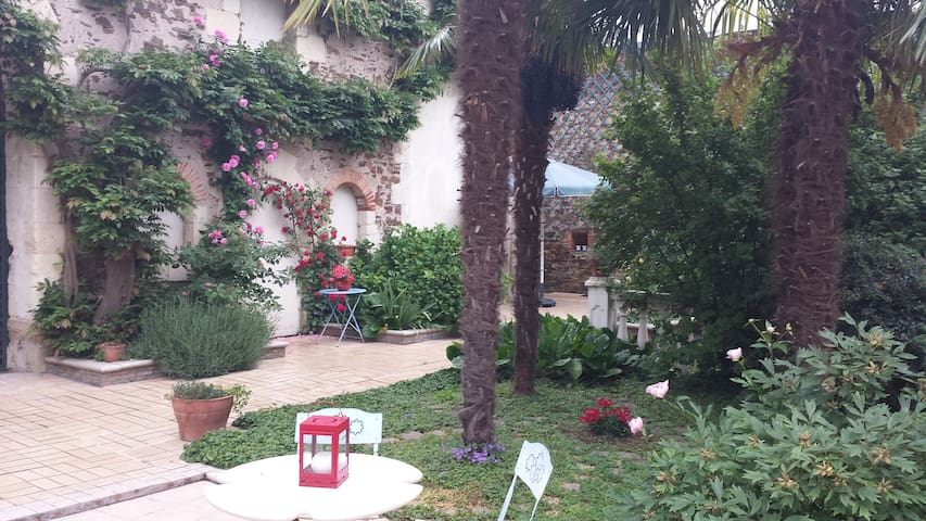 Chambre toute proche du château de Brissac - Brissac-Quincé - Dom