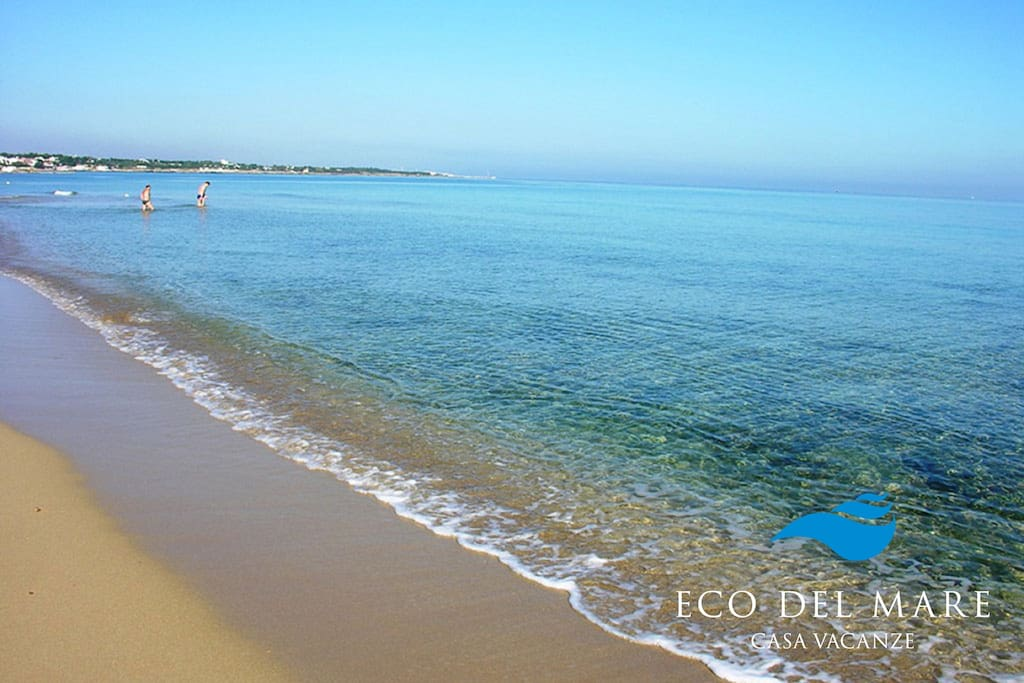 The sandy beach in front of the holiday home 'ECO DEL MARE'