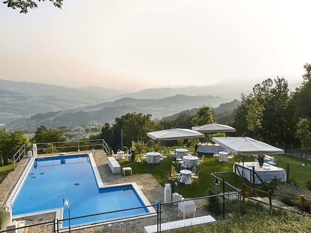 CASALE  CON GIARDINO E PISCINA PRIVATA - Carpineti - Huis