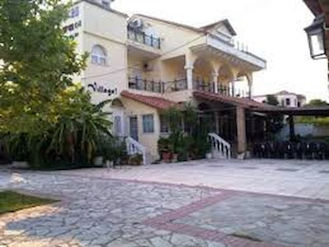 the VILLAGE - Igoumenitsa - Bed & Breakfast
