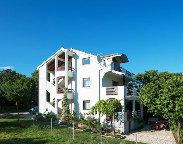 Attic Apartment with great Sea View - Posedarje - Appartement