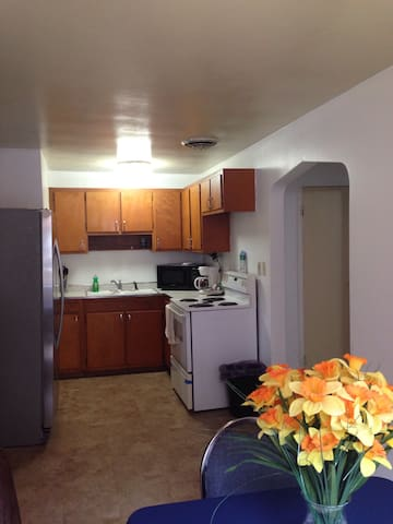 2 bedroom, 1 bath Apt. Sleeps 5. 4 Miles to Falls! - Niagara Falls - Appartement