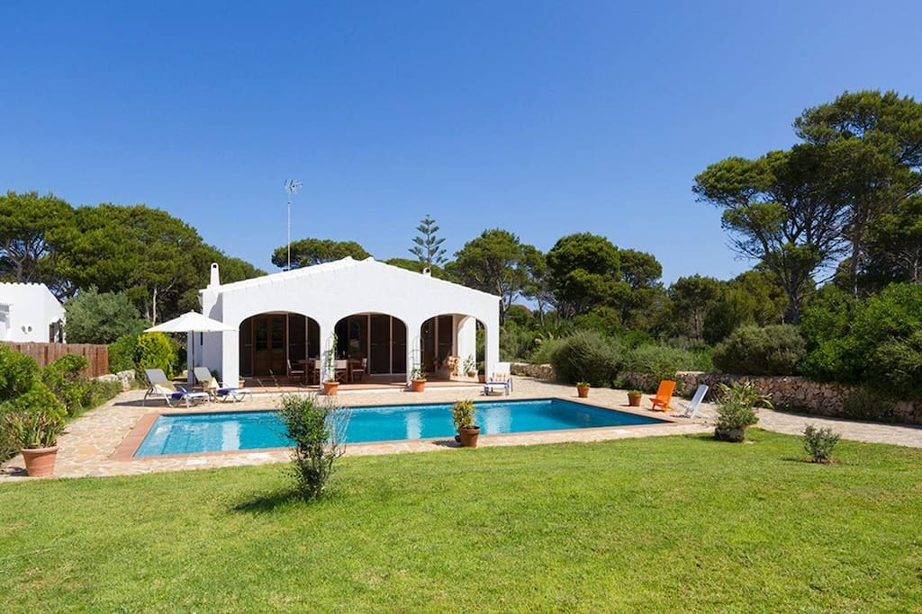 House with garden and pool houses for rent in cala for Piscina y jardin cala ratjada