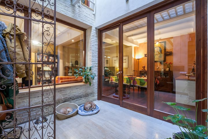 Habitación en 1ª planta en casa unif. compartida. - Sewilla - Dom