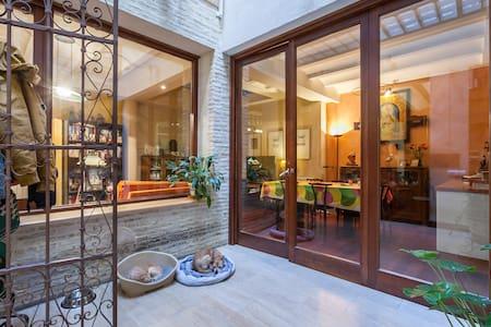 Habitación en 1ª planta en casa unif. compartida. - Sevilla - Casa
