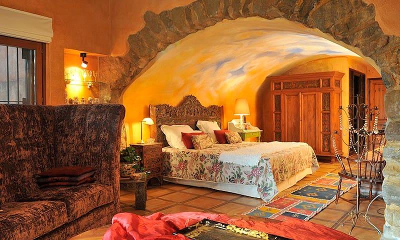 Girona - Suite Unicornio Dorado - Púbol - Hotel boutique
