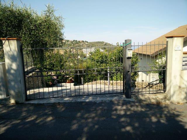 Appartamenti Vista Mare 4/8 persone - San Lorenzo al Mare - Casa