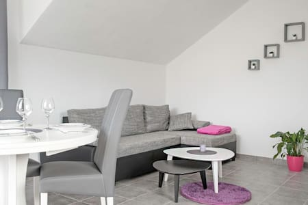 Pefi Apartment 2+2 With Garage - Solin