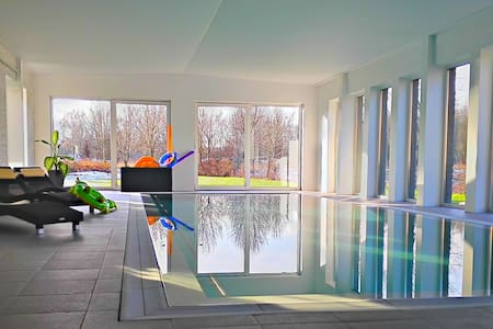 """FIRE"" Apartment with pool & sauna - Court-St.-Étienne - Wohnung"