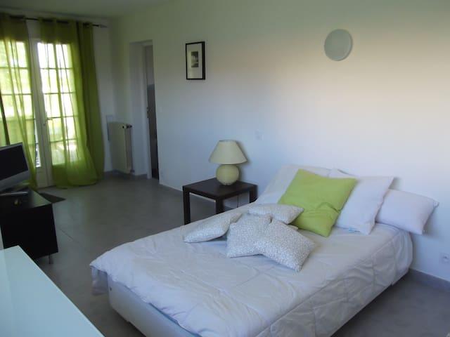 Studio dans Villa - Lunel