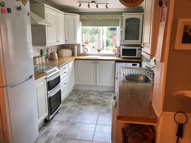We allow full the use of the kitchen with a cooker, refrigerator, toaster, microwave, kettle including cutlery and crockery items, washing machine, and tumble dryer.
