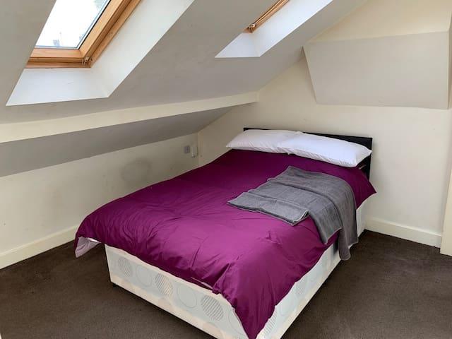 Private Bedroom with En-Suite (R3)
