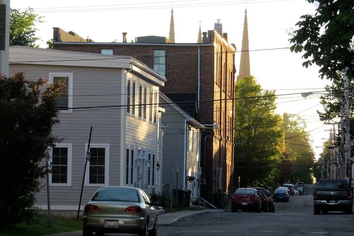 Nan's Downtown Cottage