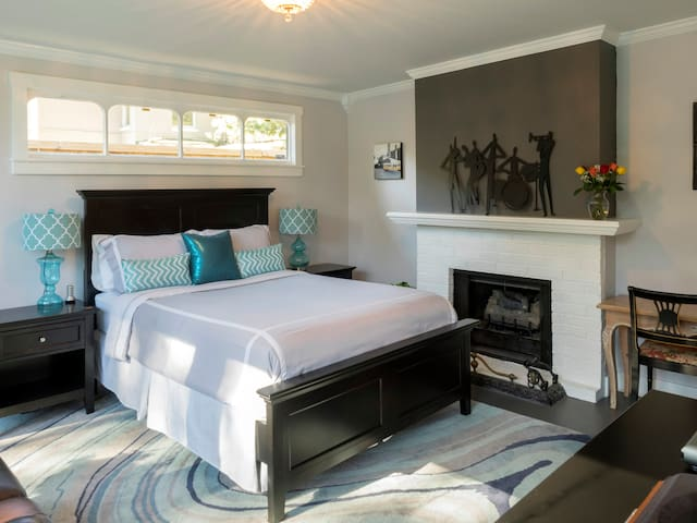 Comfortable queen bed with high quality linens. Furniture and mattress purchased in 2015. Two bedside tables with lamps.