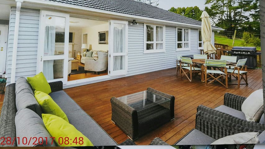 Quiet, Warm & Cozy Home in Oratia, Auckland, NZ