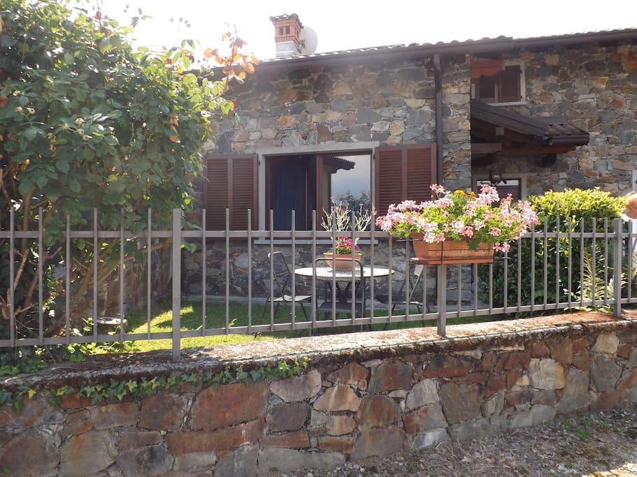 Casa vacanze lago di como houses for rent in colico for Lotti in piano casa fronte lago