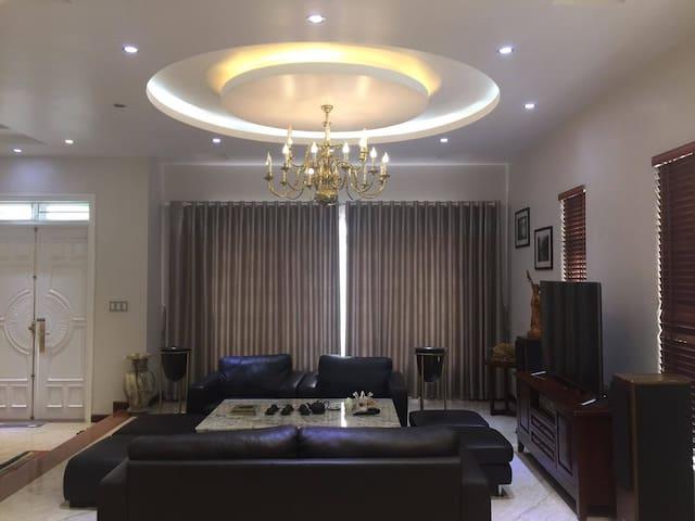 Nice Rooms in Hoang Mai District  Lake View Villa