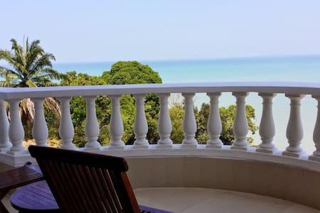 Tropical Sea View & Sunshine - Batu Ferringhi - House
