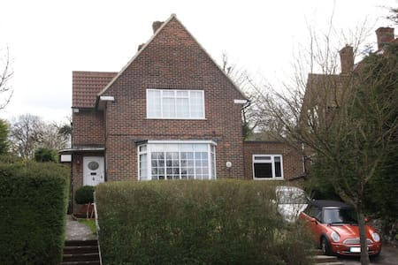COSY TWIN, EXCELLENT TRAVEL LINKS - Purley
