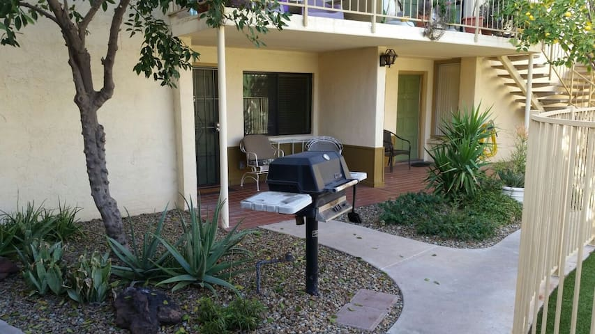 Quiet 1BD condo in Biltmore Arcadia area.