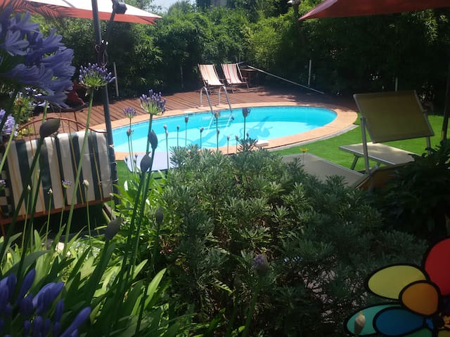 Charming private room with garden, pool in VENCE.