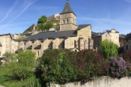 Au pied de la cité médiévale ! - Sévérac-le-Château
