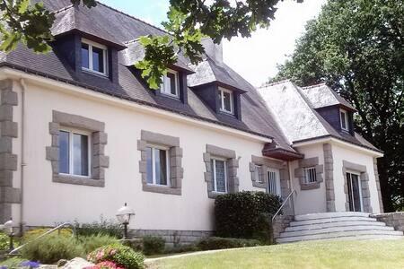 Marianne - Chambre privée avec vue - Josselin - Bed & Breakfast