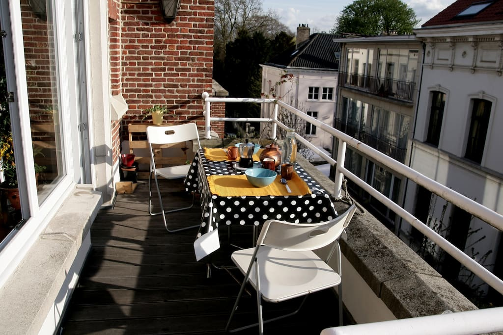 beautiful veranda  perfect for breakfast and apero sun from 12h to 19h green quite street