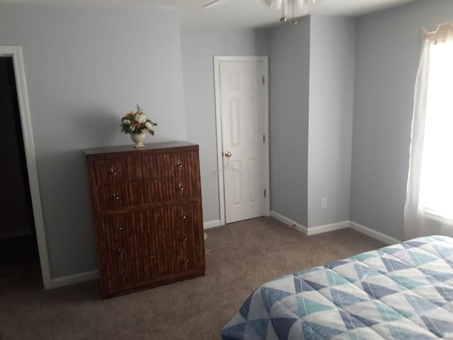 Cozy 1 Bedroom with Private Bath. - Suwanee