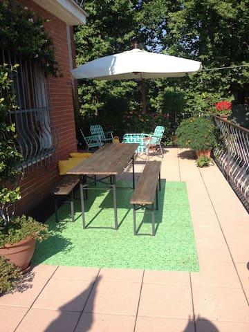 stanza con terrazzo e giardino - Cormano - Haus