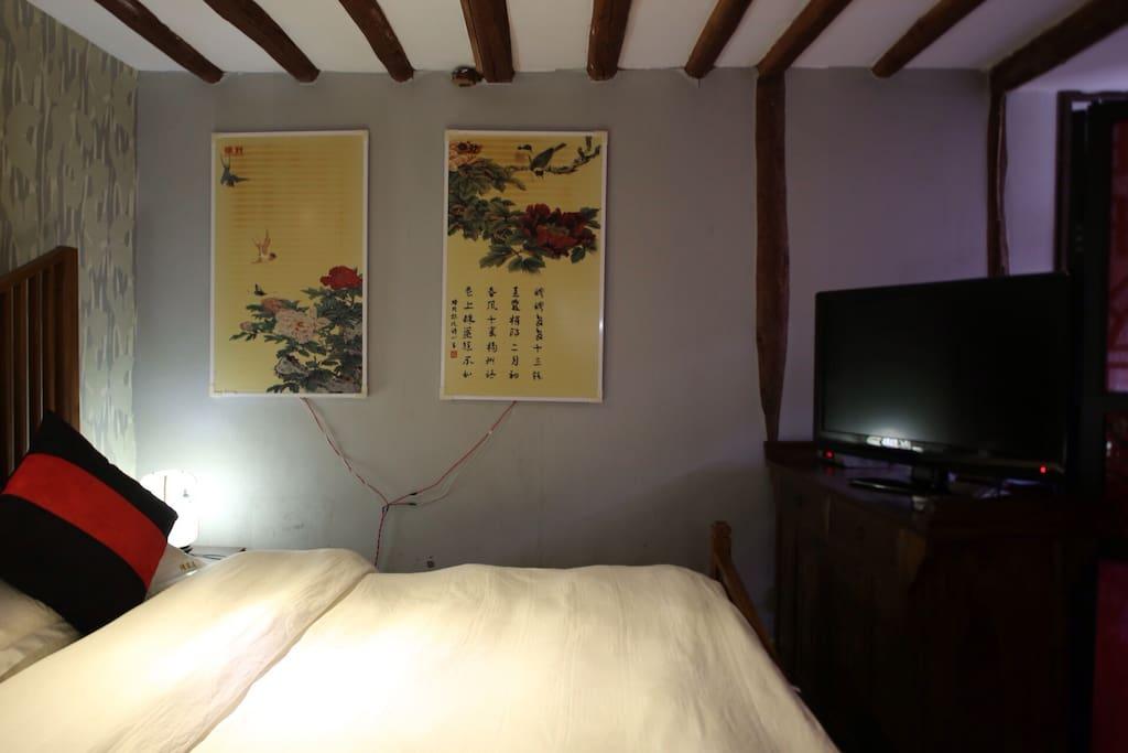 房间空间25平米左右,全实木质家具