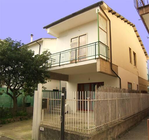 Villino 50 mt dal mare, parcheggio - Licinella-Torre - Casa