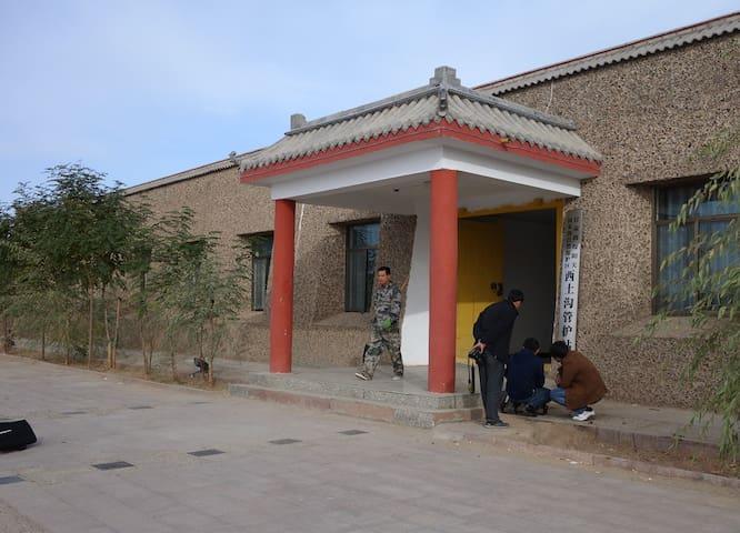 阳关台--中国敦煌阳关风景区边的城堡,深入从未对外开放的生态保护区。 - Jiuquan Shi - Castle