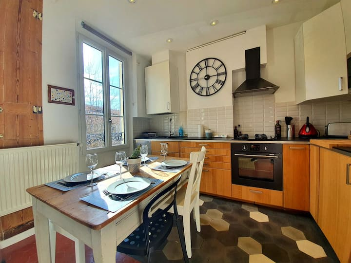 CHARMING 3P LOCATED IN CITY CENTER